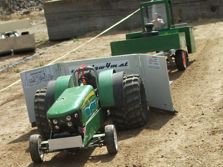 1. RC-Traktor Pulling in Thuma | 11.05.15
