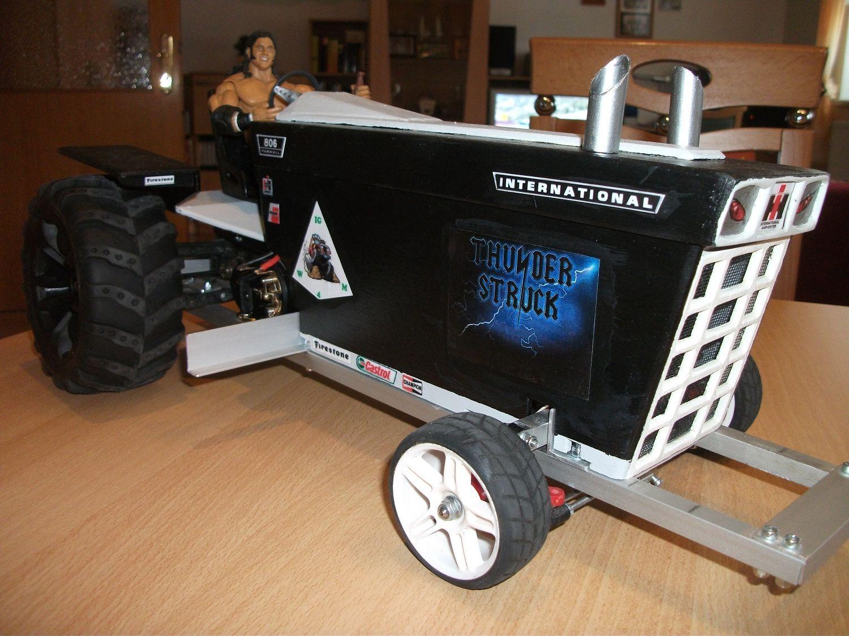 Walter Gindler's Traktorpuller (Thunderstruck)